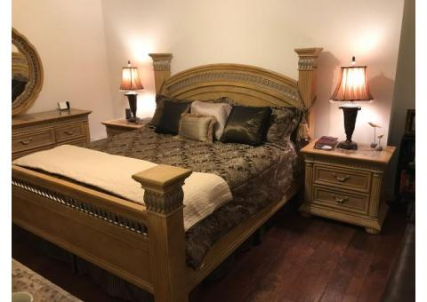 BEAUTIFUL KING BEDROOM SET